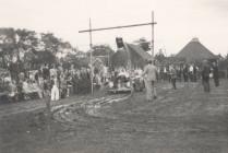 Kuipjesteken tijdens dorpsfeest